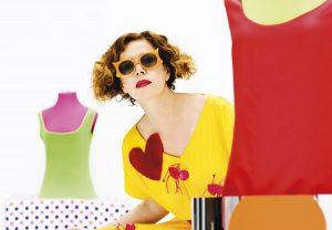 Agatha Ruiz de la Prada: un rompimiento con los límites locales entre arte y moda -