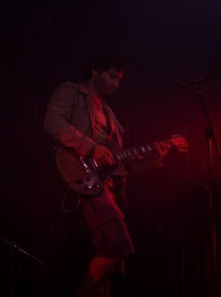 Daniel Suárez, guitarrista de La Volqueta Espacial. Foto de José Rojo.