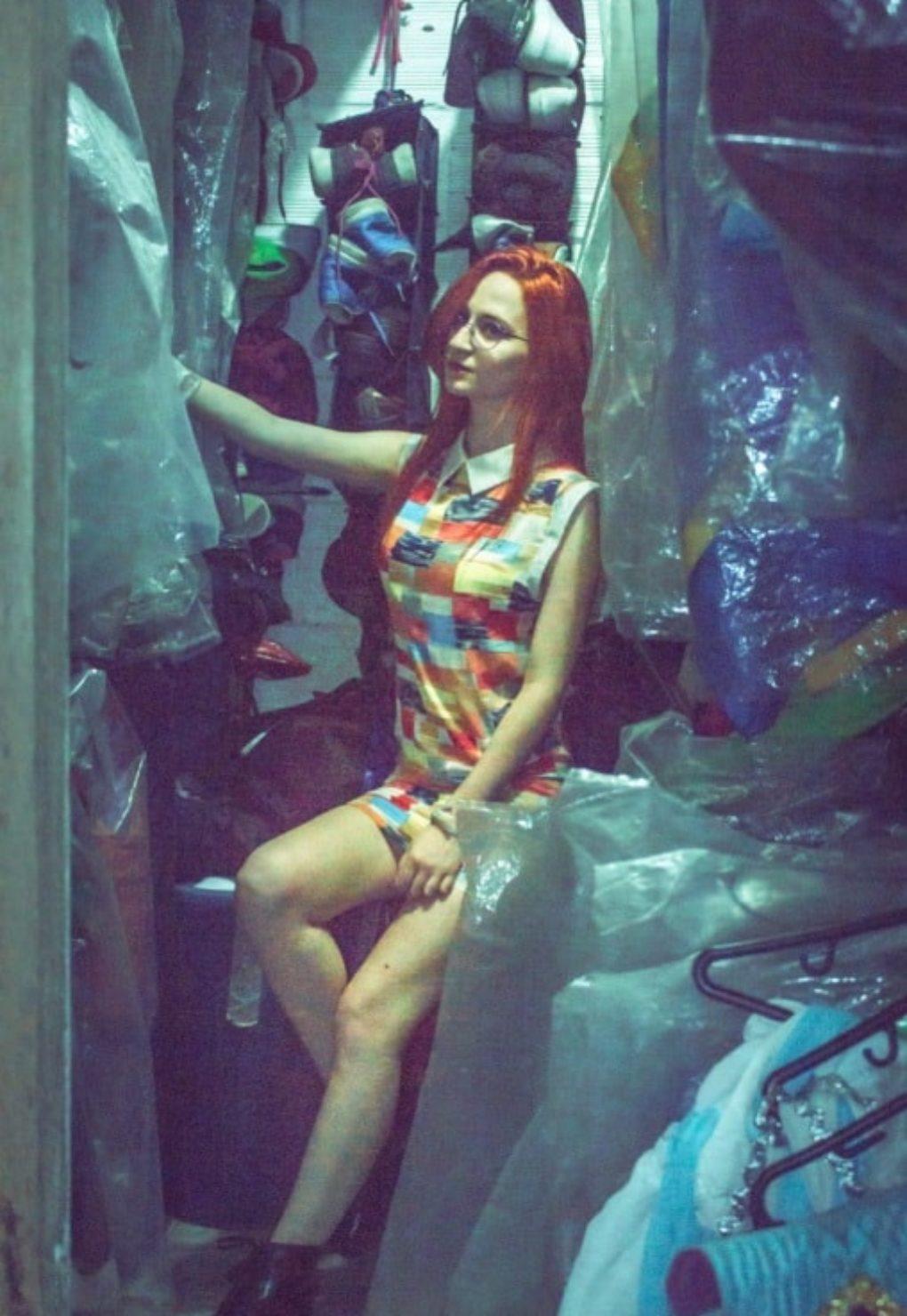 Moda de segunda mano Medellín. Tienda de Cajón. Fotografía por David Meneses