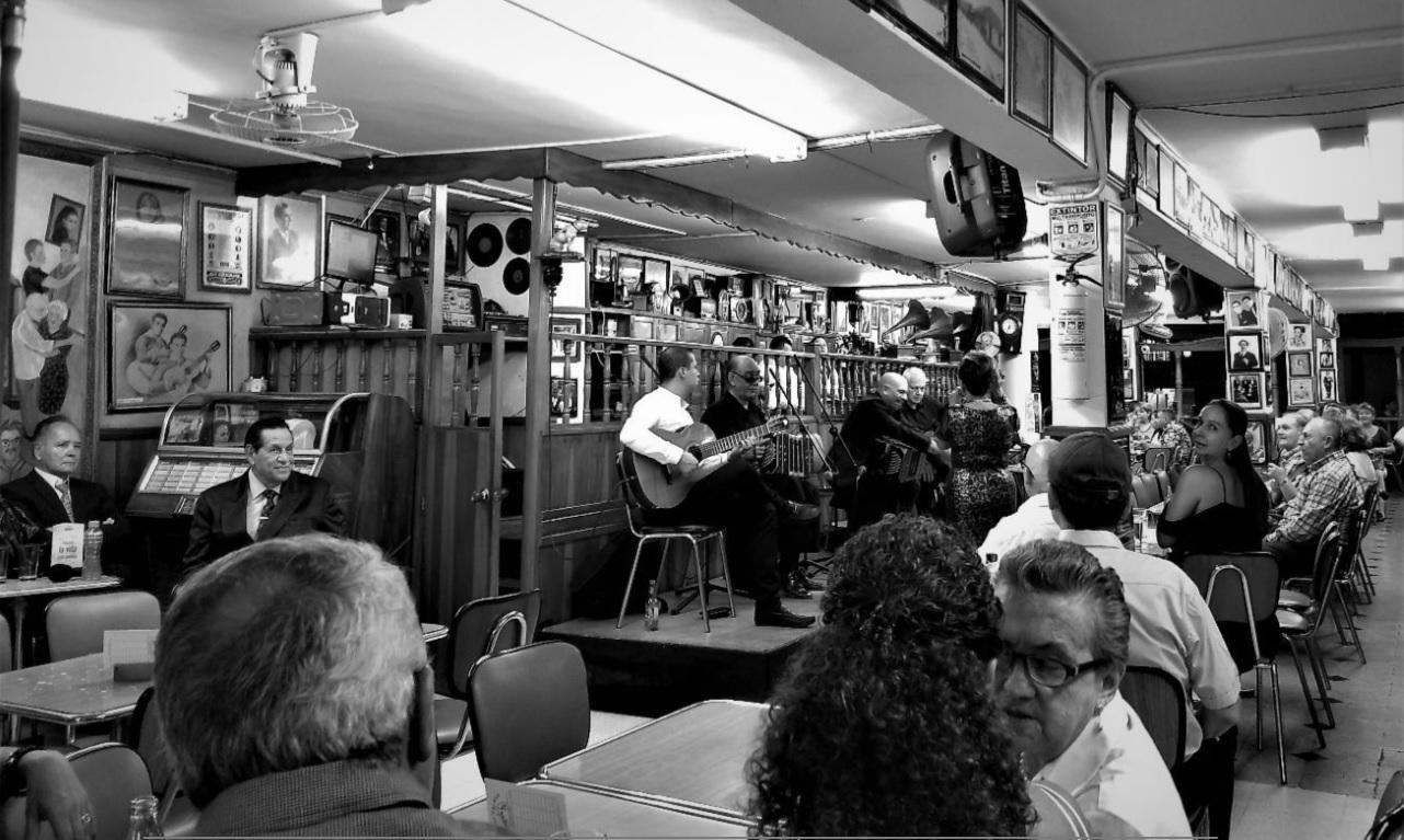 En el Salón Málaga se viven las raíces de una Medellín tanguera - musica
